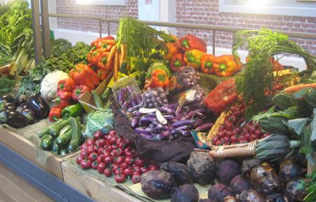 Farbenpracht pur an diesem Stand mit knackigem Gemüse