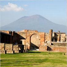 Pompeii mit Vesuv im Hintergrund