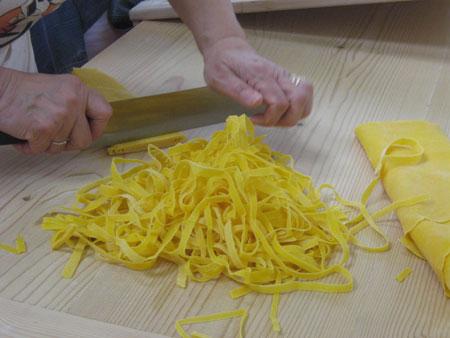 So werden Tagliatelle geschnitten
