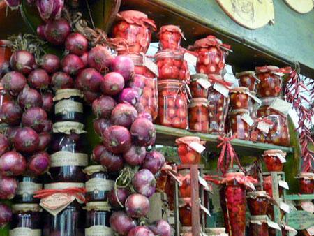 Rote Zwiebeln aus Tropea