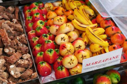 Marzipanfrüchte auf einem Markt