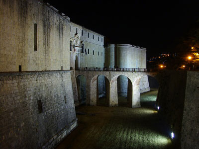 Spanisches Schloss bei Nacht
