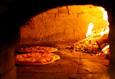Pizza im Steinofen