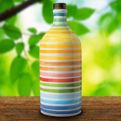 Muraglia-Olivenöl in der bunten Keramikflasche