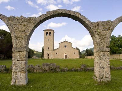 Molise Abbazia di Castel San Vincenzo