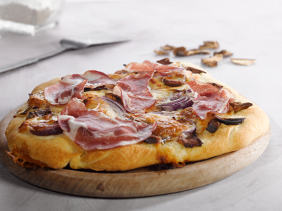 pizza mit coppa und steinpilzen