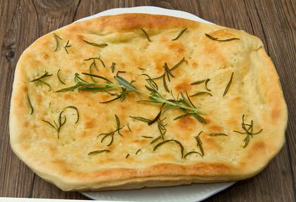 Pizza bianca mit Rosmarin