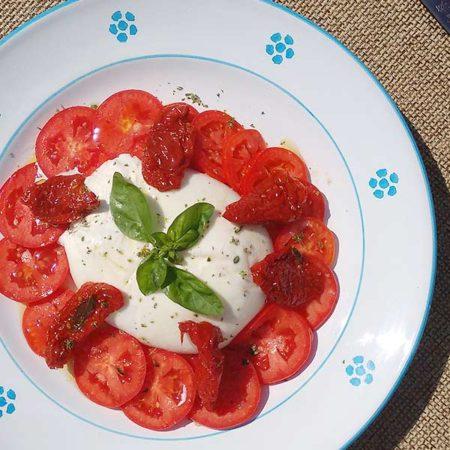 Burrata con pomodori essiccati al sole