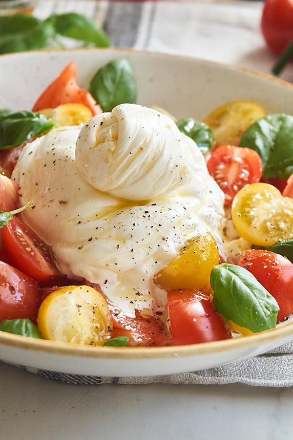 Tomatensalat mit Burrata