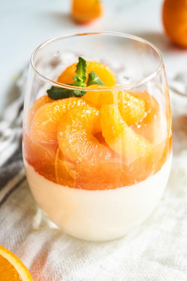 Panna Cotta mit Mango und Mandarinen