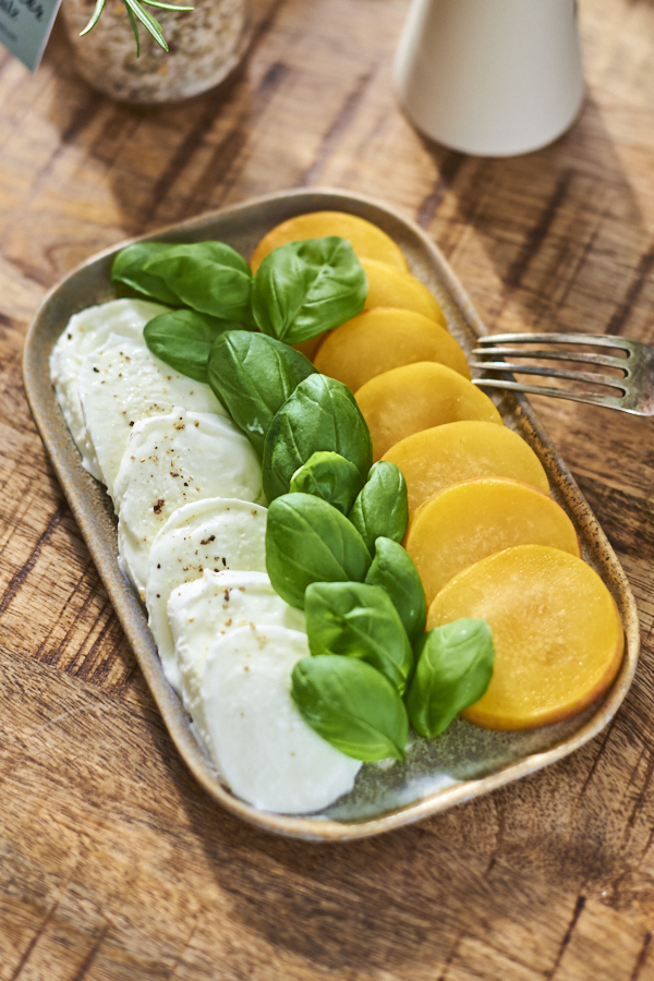 Mozzarella Caprese mit Pflaume