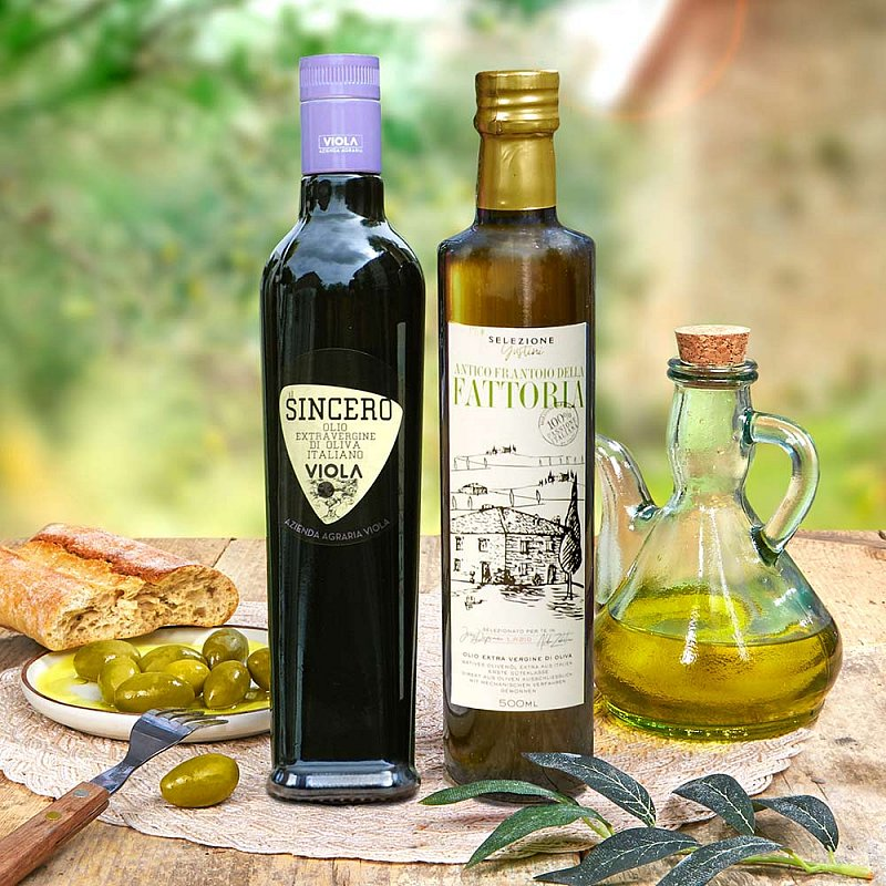 Artikel klicken und genauer betrachten! - Testsieger Olivenöl 2020 im Set günstiger! Diese Öle gehören in Sachen extra nativ zu den Besten der letzten Ernte. Das mildere Sincero wurde Testsieger der leichtfruchtigen Öle beim Olio Award, das fulminante Fattoria holte Platz 1 in der mittelfruchtigen Kategorie. | im Online Shop kaufen