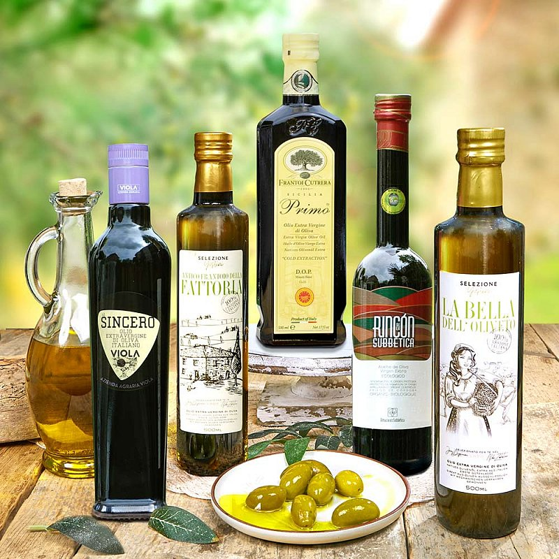 Artikel klicken und genauer betrachten! - Selektion der Top-Olivenöle des Jahrgangs 2019/20 zum Vorzugspreis! Die kaltgepressten Öle der allerhöchsten Güteklasse verzaubern mit Charakter und Persönlichkeit! Sie wurden in den Kategorien leicht-, mittel- und intensivfruchtig mit dem renommierten Olio Award gekrönt oder waren in der Top 50. | im Online Shop kaufen