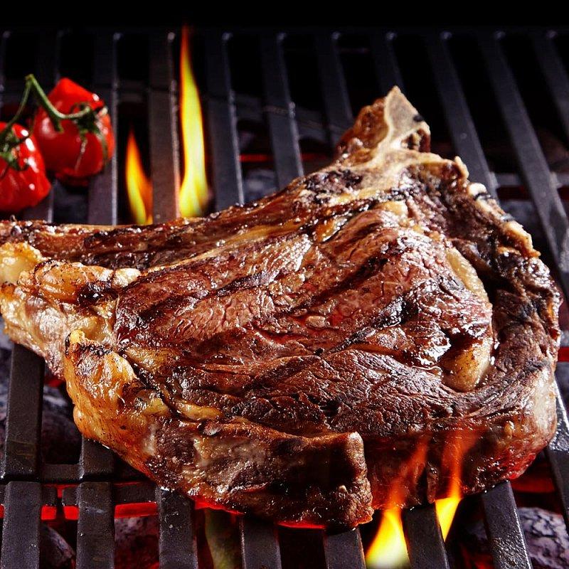 Artikel klicken und genauer betrachten! - Saftiges, mürbes Steaks mit konzentriertem Fleischgeschmack: Mit dem trocken abgehangenen Steak aus der Salzreifekammer erleben Fleischliebhaber neue Geschmackserlebnisse. Die feine Marmorierung des Rib Eye lässt Sie schwärmen. | im Online Shop kaufen