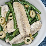 Filetti di sgombro con olive e fagiolini