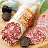Salami mit Rotwein und Trüffel